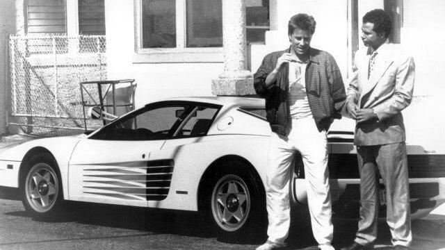 Miami Vice imagen de los protagonistas de Corrupcion en Miami con el distintivo Ferrari blanco cedido por el fabricante para la serie