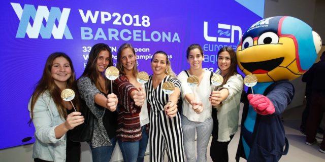 foto familia de la presentación de las medallas del mundial de waterpolo WP2018 BCN