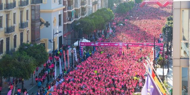 imagen de la pasada carrera de la mujer en las calles de valencia