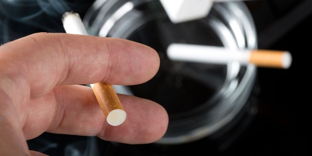 El tabaco agrava los efectos de la alergia.