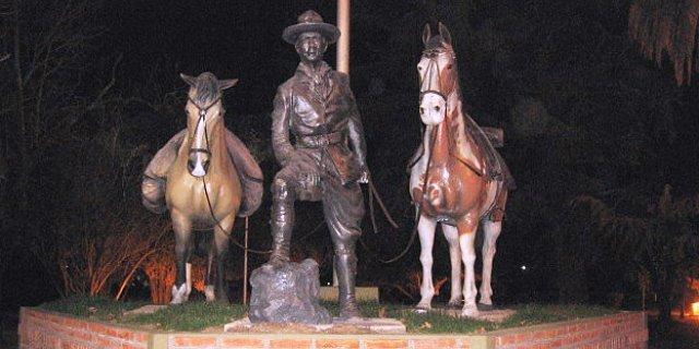 Monumento a Gato y Mancha.