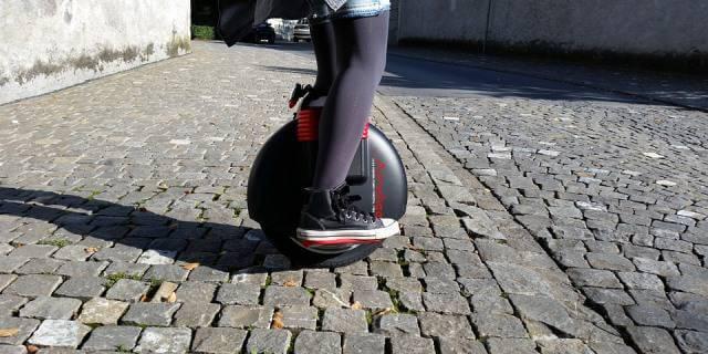 Los monociclos son un tipo de patinete eléctrico.