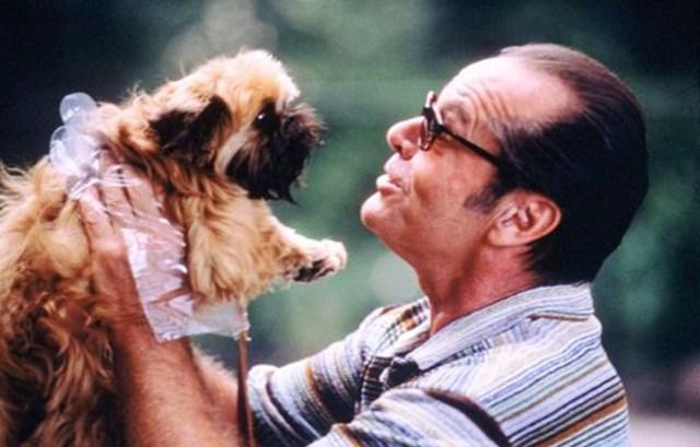 Melvin Udall (Jack Nicholson), con el perro Verdell en Mejor Imposible.