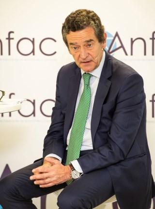 Mario Armero, vicepresidente ejecutivo de ANFAC, mostró los datos que confirman a la automoción como motor de empleo y crecimiento económico