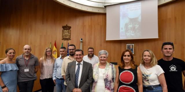 La Diputación de Granada presentó la nueva campaña sobre la adopción de mascotas.