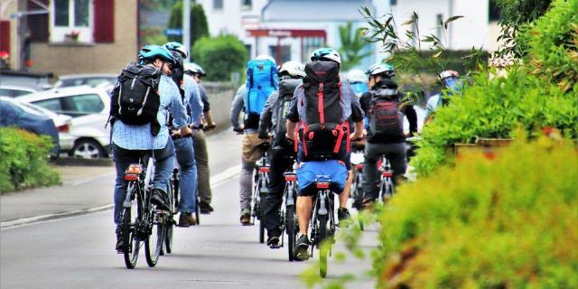 Como circula un grupo de ciclistas