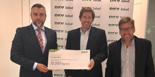 dkv entrega donación a fmaec