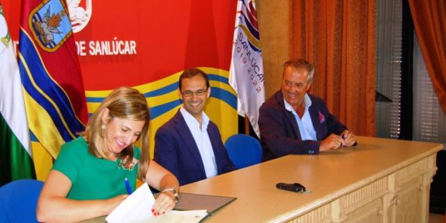 Firma del convenio de colaboración en Cádiz.