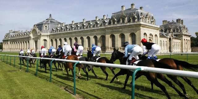 Carrera de caballos en Chantilly