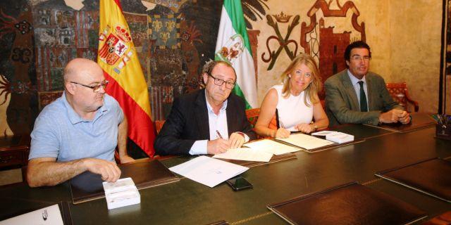 El Ayuntamiento de Marbella y el Colegio de Veterinarios de Málaga firman el nuevo convenio (Foto: Ayuntamiento de Marbella).