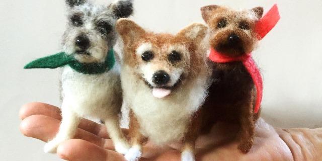 Miniatura de perros realizadas con punta de hilo.