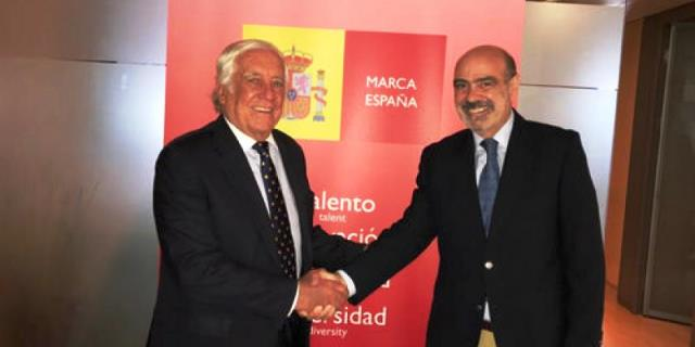 El presidente de la ANCCE con el alto comisionado de la Marca España
