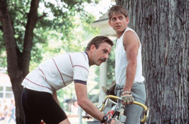 Kevin Costner y Marshall Grant en la película American Flyers.