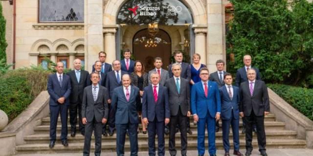 Celebración del centenario de Seguros Bilbao con las directivas de la compañía y del Grupo Catalana Occidente, además del lehendakari Íñigo Urkullu