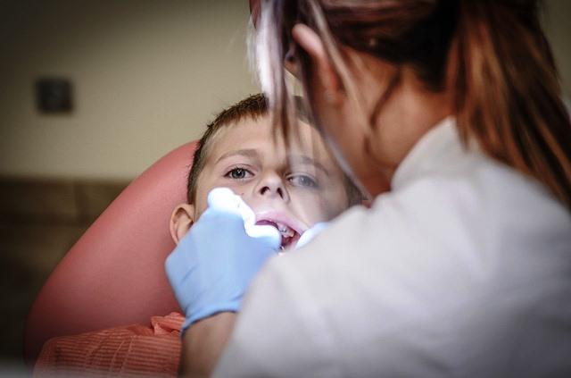 Una limpieza dental puede molestar o no dependiendo de diversos factores.