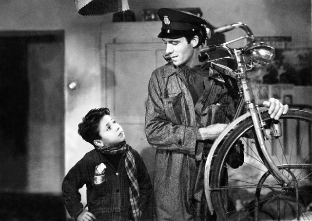 Escena de la película Ladrón de Bicicletas.