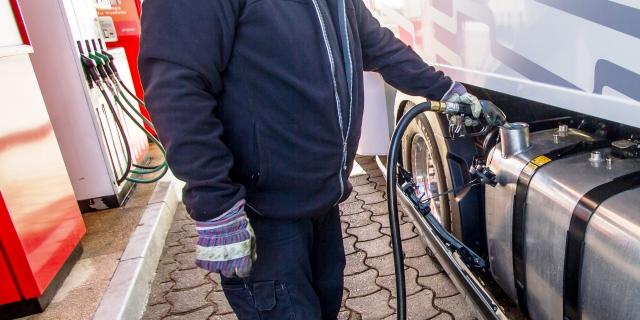 Hacienda va a devolver el céntimo autonómico mediante el gasóleo profesional