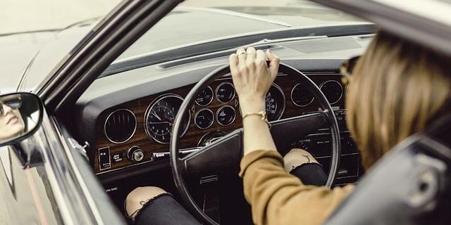 Las mujeres conducen bien e incluso mejor que los hombres en algunas provincias