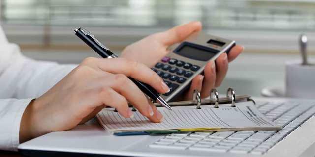 calculando crecimiento del sector asegurador
