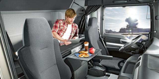 Multas de hasta 2.000 euros para los conductores que hagan en cabina los descansos de 45 horas