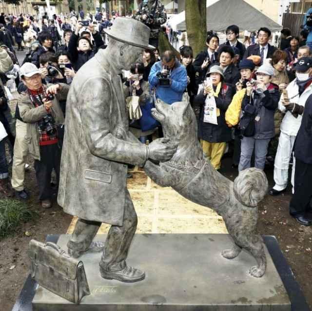estatua de Hachiko y su mejor amigo