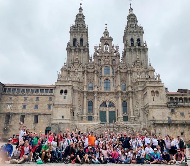 voluntarios AXA en Camino de Santiago inclusivo