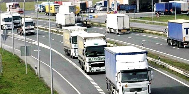 carreteras como esta se mantienen con los impuestos de todos los españoles