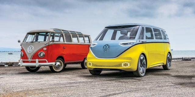 El ID Buzz de Volkswagen con su antecesor e inspirador el VW Transporter T1