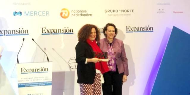 La ministra entregó el premio a mejor CEO a Olga Sánchez en la gala de Expansión