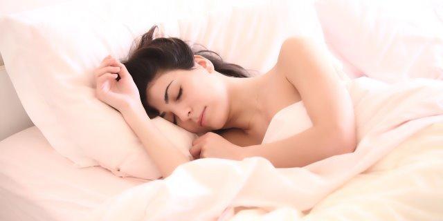 mujer con síndrome de bella durmiente hipersomnia