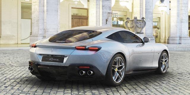 vista trasera del espectacular Ferrari Roma