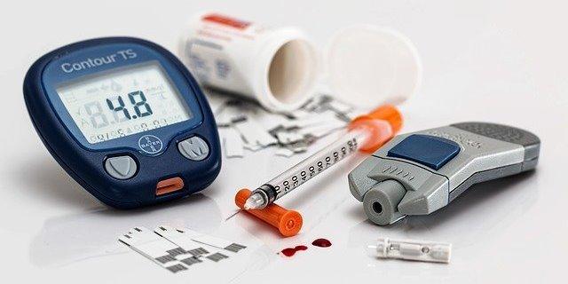 instrumentos que debe utilizar una persona con diabetes para medir sus niveles de insulina