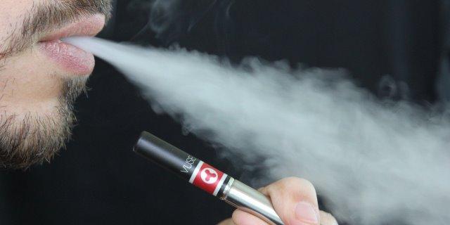 """Los riesgos de """"vapear"""": Los cigarrillos electrónicos no son inofensivos"""