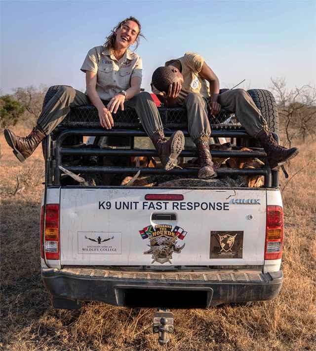 Unidad K9 de perros para proteger rinocerontes