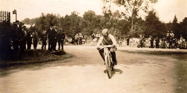 en 1905 Laurin & Klement ganaba el Mundial de Motociclismo