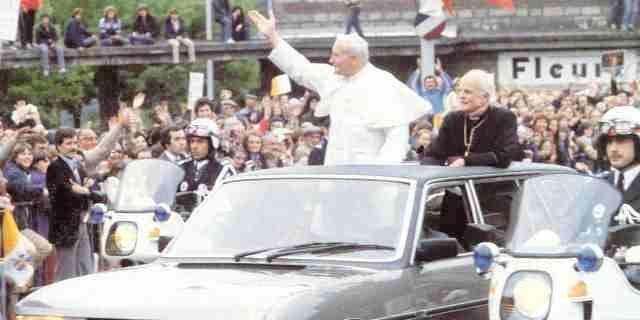 papamóvil Peugeot 604 Limousine de Juan Pablo II