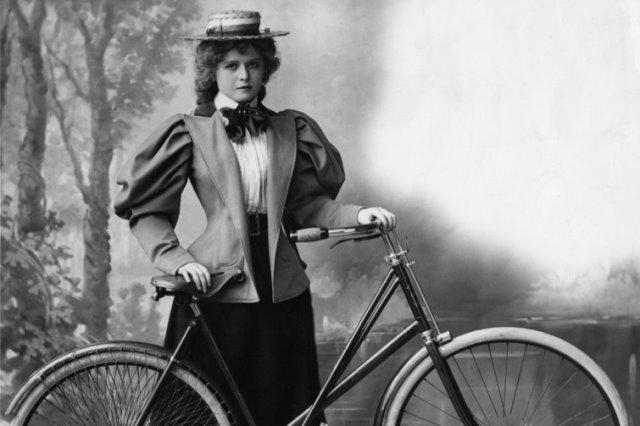 mujer ciclista en el siglo XIX