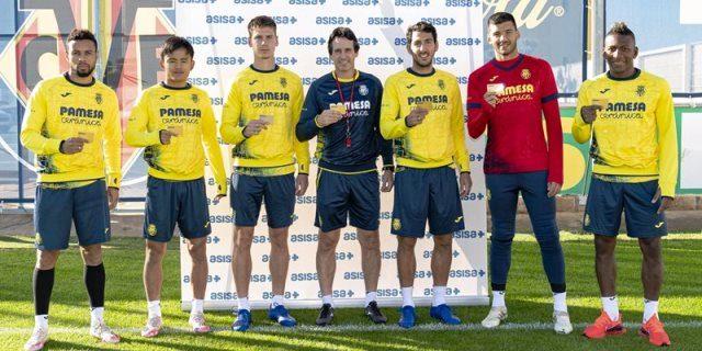 ASISA entrega sus tarjetas sanitarias a los nuevos jugadores y técnicos del Villarreal CF