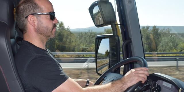 Ya se pueden conducir camiones a los 18 años
