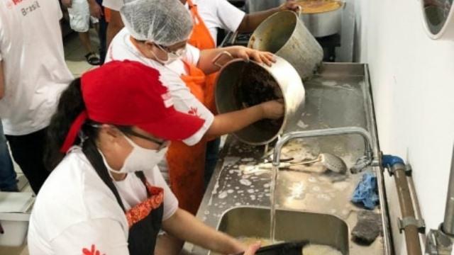 toneladas de comida llevadas a familias en riesgo de exclusion gracias a los voluntarios de MAPFRE 2