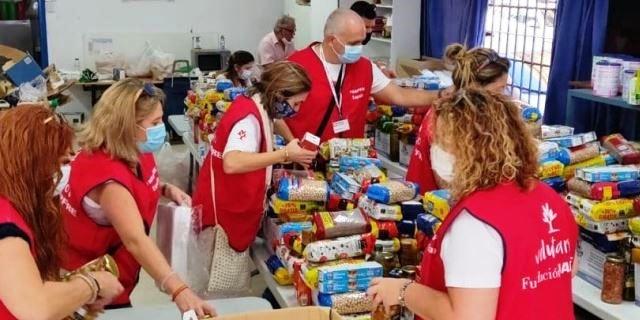 toneladas de comida llevadas a familias en riesgo de exclusion gracias a los voluntarios de MAPFRE