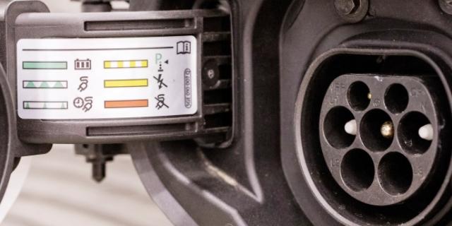 cargadores y depósitos de coches eléctricos