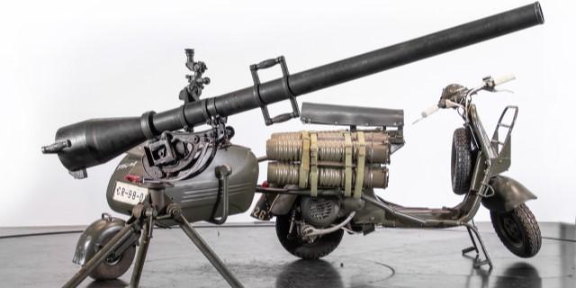 VESPA 150 TAP militar con cañón