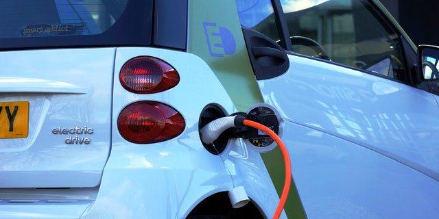 coches eléctricos en España crecen, pero a paso de tortuga