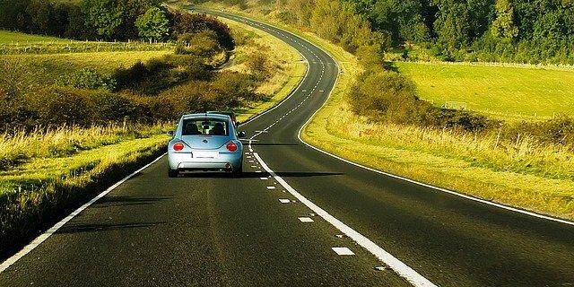 puede parecernos raro, pero conducir por la izquierda está muy extendido