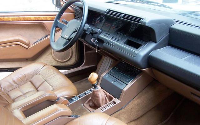 interior Renault 25