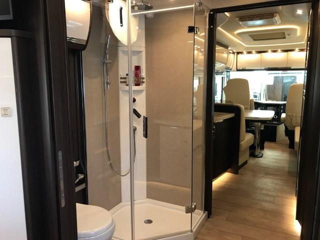 interior y baño Luxury Empire