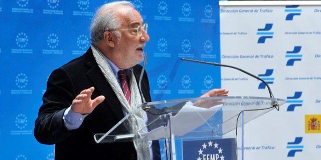 Pere Navarro presenta el manual de nuevos limites velocidad ciudad