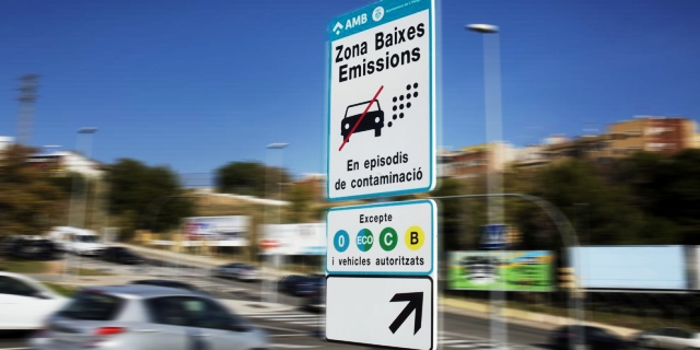 Barcelona indulta camiones sin distintivo