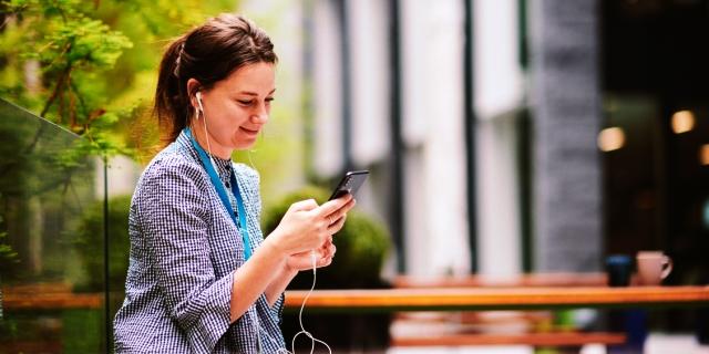 app Escucha Activa opiniones de clientes Sanitas